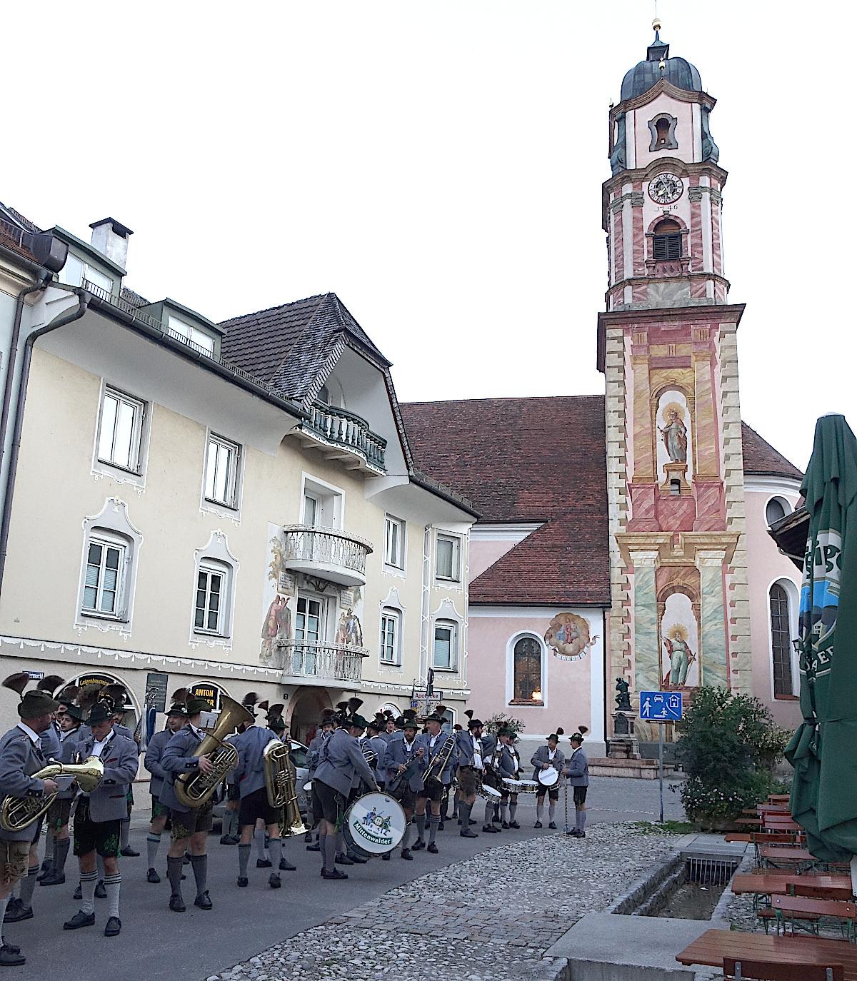2-B2a-Kirchturm-beim-Aufwecken